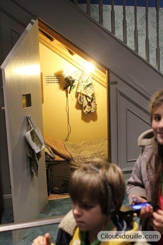 chambre de harry potter sous l'escalier