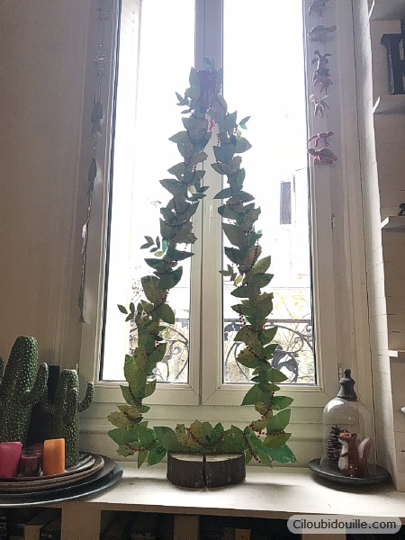 faire un sapin en bois et en feuilles découpées