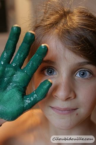 sapin avec des empreintes de main