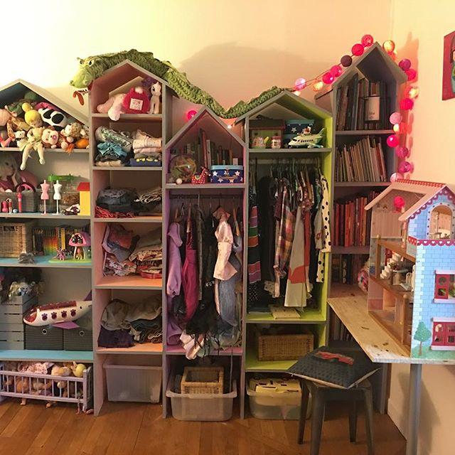 L'article qui parle de ces maisons en bois qui rangent le bazar de la chambre de ma fille est en ligne depuis hier :) #ciloubidouille #chambreenfant #kidsroom