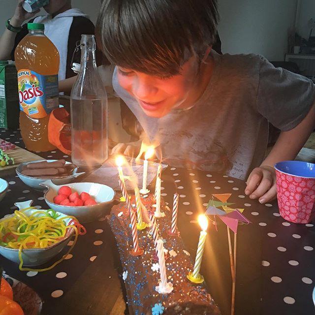 Anniversaire de Elouan avec les copains. On fête enfin ses 11 ans. #sportifslescopains #fiouuum