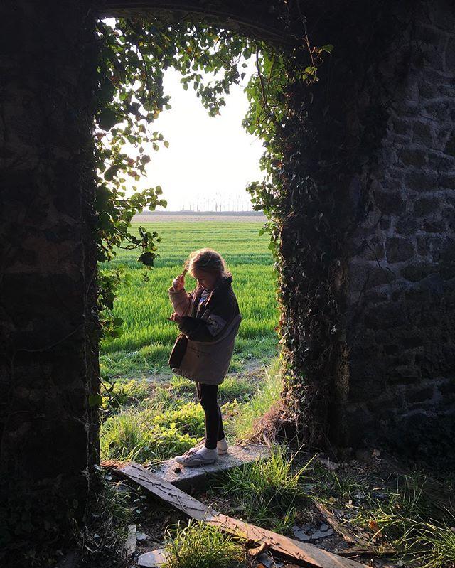 On a trouvé une maison abandonnée recouverte de lierre #magie #histoire #enfance