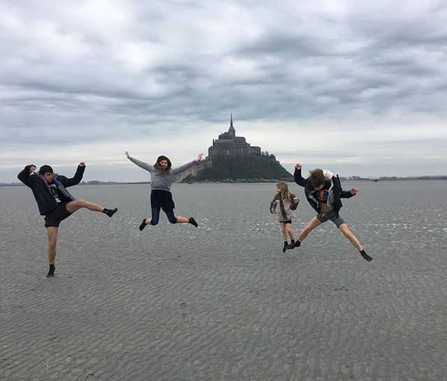 Mes 4 rigolos adorés d'amour fou de jumpers fous #montsaintmichel #ciloubidouillesorties