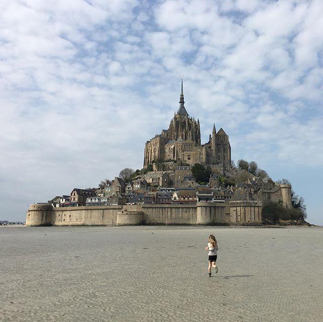 Au-revoir le Mont-Saint-Michel. Encore une fois, tu nous as enchanté. #montsaintmichel #ciloubidouillesorties