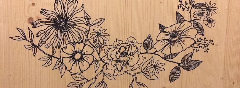 Décorer une porte en dessinant façon tatouage