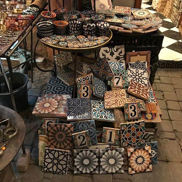 Les jolis carreaux de plâtre marocain #jemaaelfna #marrakech #ciloubidouilleauMaroc