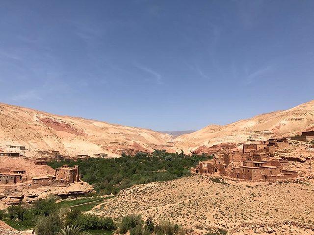 Tous ces villages perchés ne vivent que de l'agriculture #draa-tafilaet #ciloubidouilleauMaroc