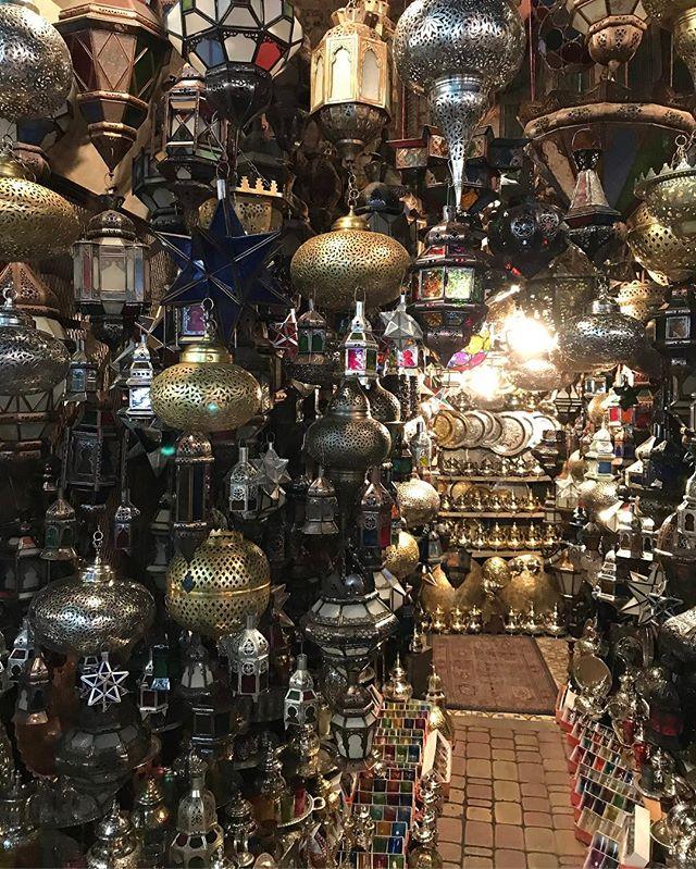 On cherche la lampe d'Aladin #jemaaelfna #marrakech #ciloubidouilleauMaroc