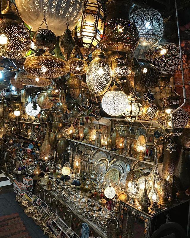 Virée nocturne sur la place Jemaa el-Fna de la médina de Marrakech  #ciloubidouilleauMaroc #jemaaelfna #marrakech