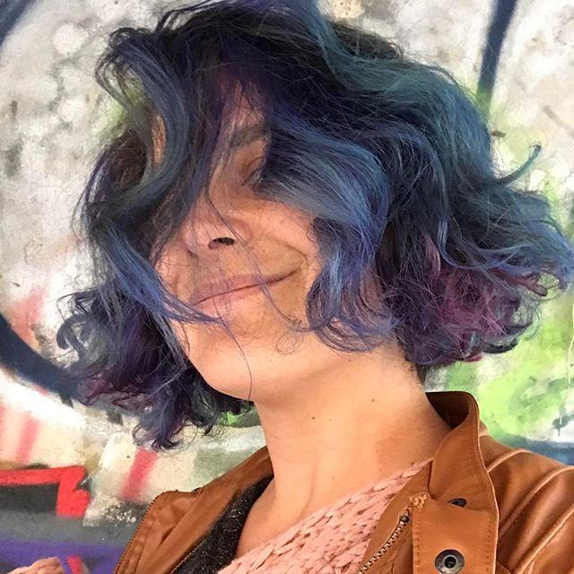 J'ai hésité avec un orange flamboyant puis je suis restée classique... Cilou is blue #bluehair