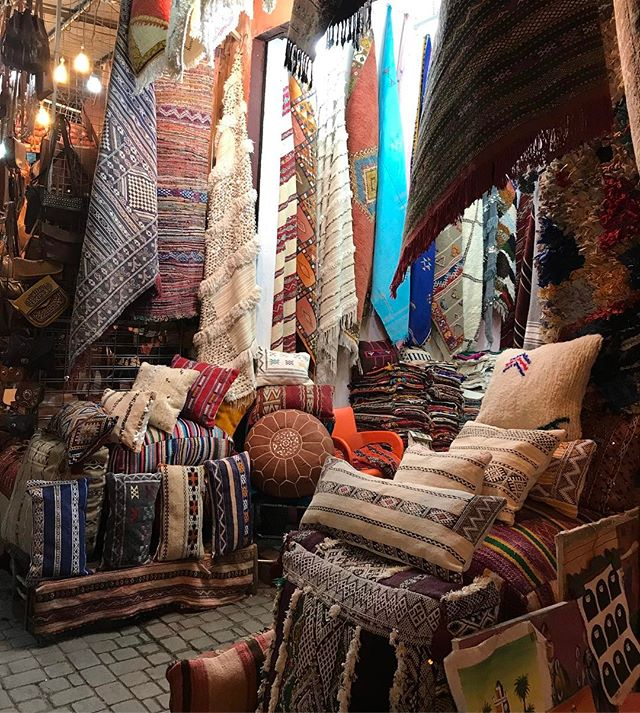 Les produits en tissus du coin  #jemaaelfna #marrakech #ciloubidouilleauMaroc