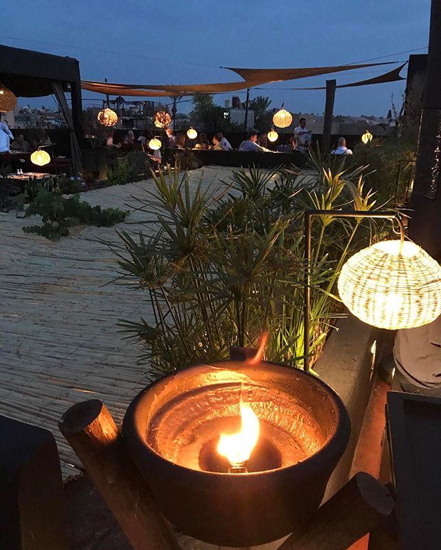 On vous recommande La terrasse des Épices, très chouette restaurant rooftop de Marrakech. Le lieu est superbe, la nourriture est très correcte et l'accueil vraiment chouette. Réservez si possible #marrakech #ciloubidouilleauMaroc #laterrassedesepices