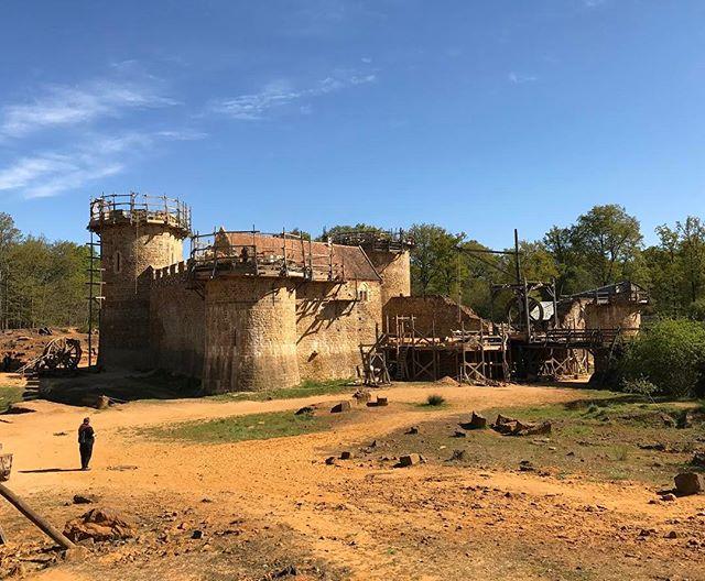 Virée au chateau de Guédelon, qui se construit depuis 20 ans selon les méthodes du moyen-âge. Impressionnant #ciloubidouillesorties #guedelon