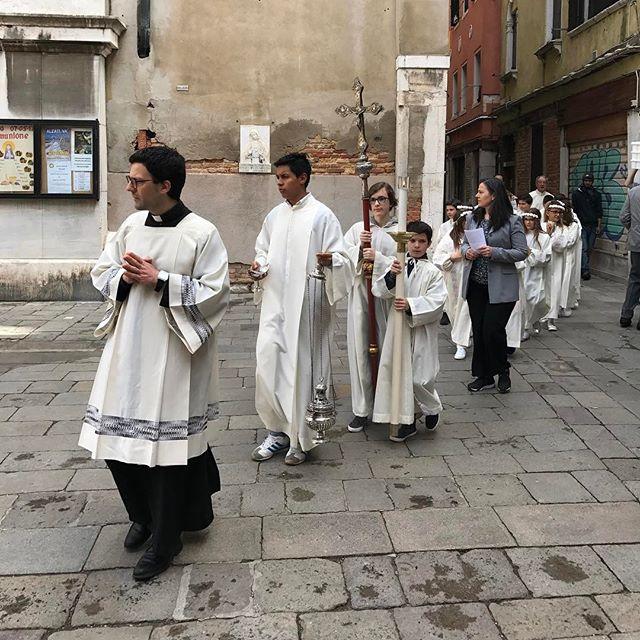 Un dimanche à Venise... j'espère qu'ils feront une petite prière pour ce dimanche en France... (moi j'ai fait une procuration) #venise #ciloubidouilleaVenise