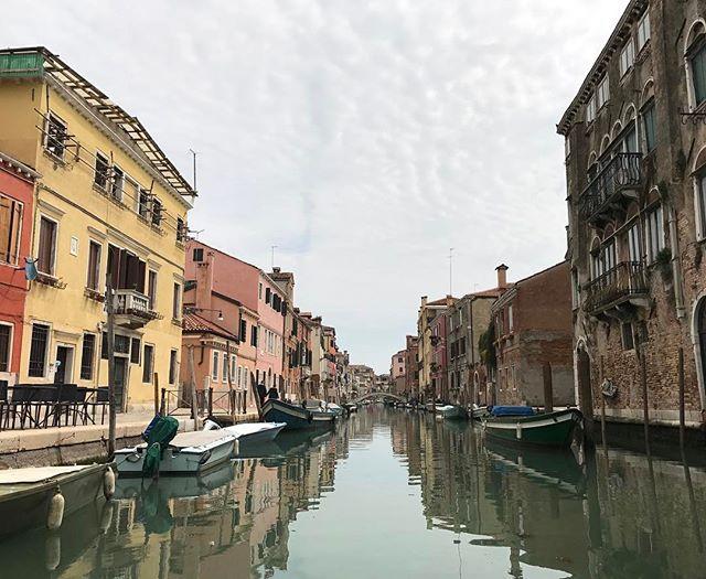 Nous sommes dans le ghetto, le quartier juif de Venise, on déambule dans le canal, c'est hyper sympa (et physique ! @rowvenice #ciloubidouilleaVenise #venise #ciloubidouillesorties