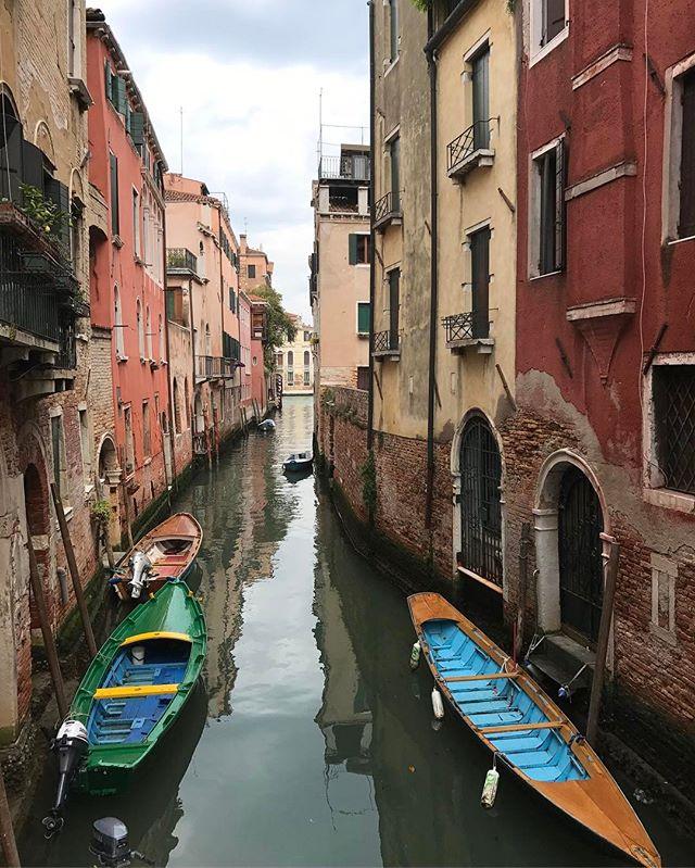 Il n'y a pas une rue de Venise que je n'ai pas aimée. J'ai hâte de revenir en famille ici. #venise #ciloubidouilleaVenise #cannaregio