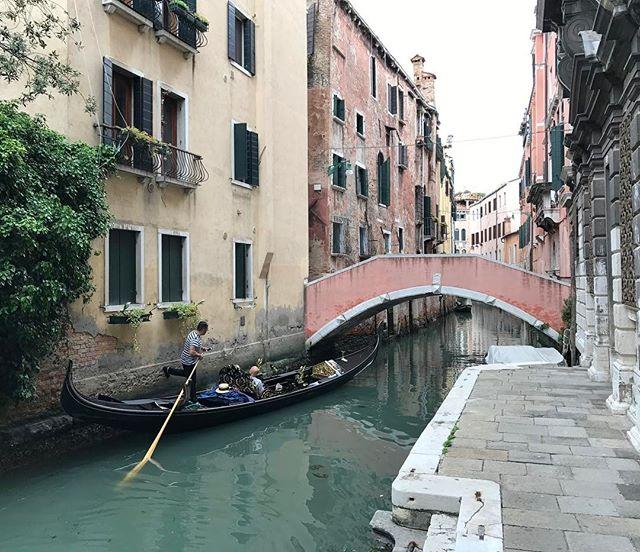 Purée, je suis à Venise ! C'est dingo non ???? #ciloubidouillesorties #venise #pagode