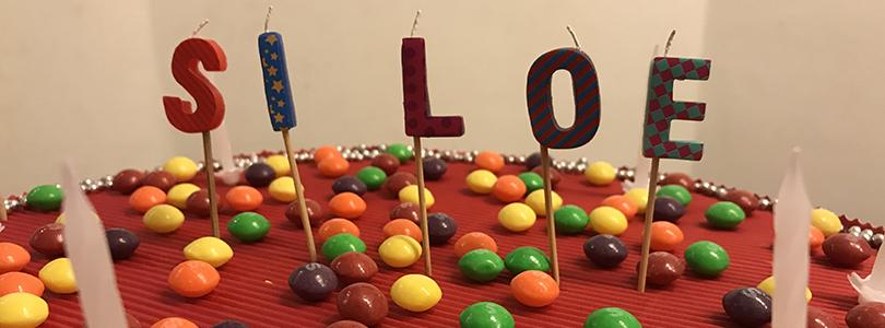 Comment faire un gâteau surprise rempli de bonbons