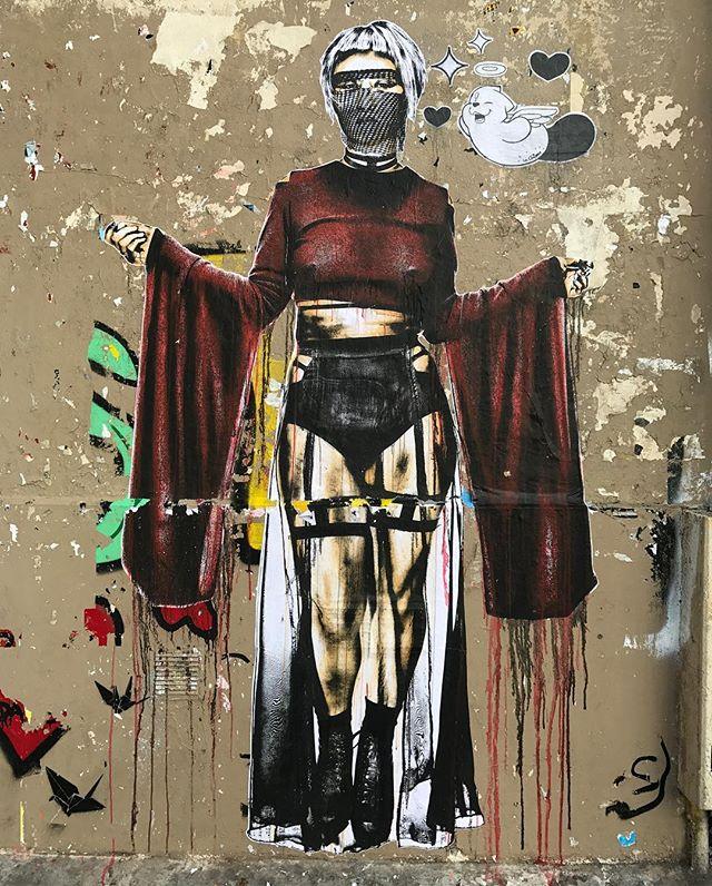 Street-art rue Ste Croix de la Bretonnerie (oui je suis passée chez @fleuxconceptstore ^^) #streetart
