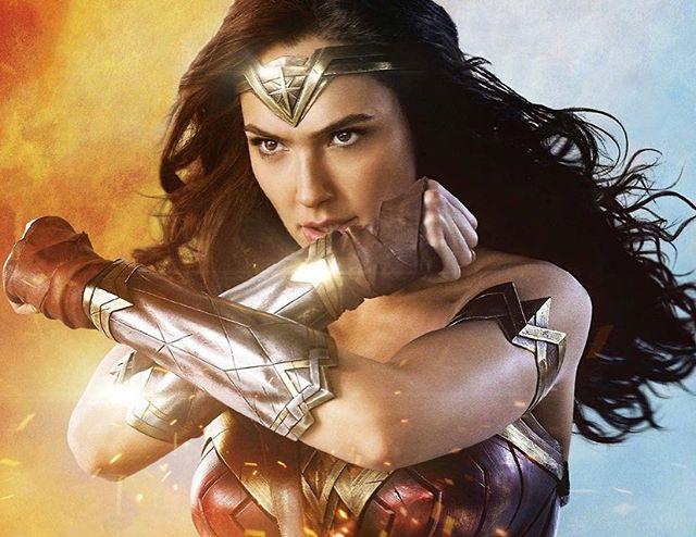 Wonder Woman au ciné ce soir. J'aime bien l'arrivée de cette héroïne dans les cours de récré, j'ai trouvé l'actrice parfaite même si le film n'est pas tjrs extra...