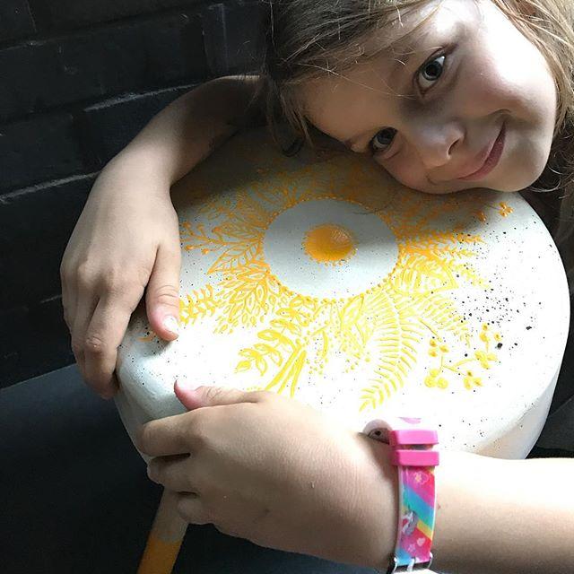 Avec Siloë on a fabriqué ce tabouret en béton ! Toit est expliqué sur le blog :) #ciloubidouille