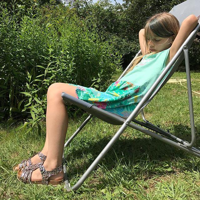 Petite asperge jolie qui se dore au soleil