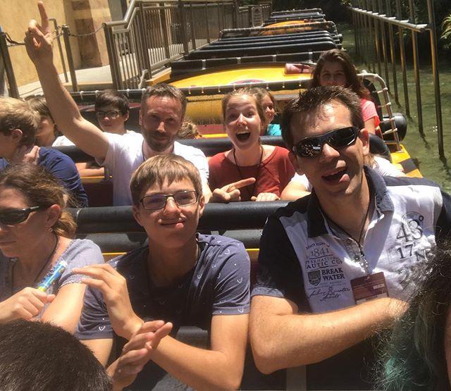 Attraction Jurassic parc, avant d'être totalement trempés ! #universalstudioshollywood #losangeles #ciloubidouilleinUSA