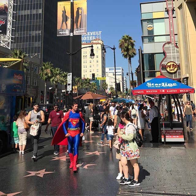 Partout des mecs déguisés en superman, spiderman, chewbacca... #walkoffame #losangeles #ciloubidouilleinUSA