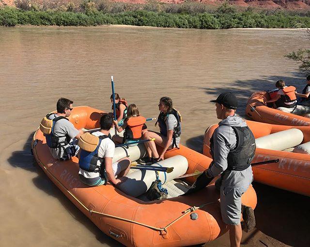C'est parti pour une descente en rafting du Colorado (et ses eaux bien boueuses) #moab #happy #ciloubidouilleinUSA