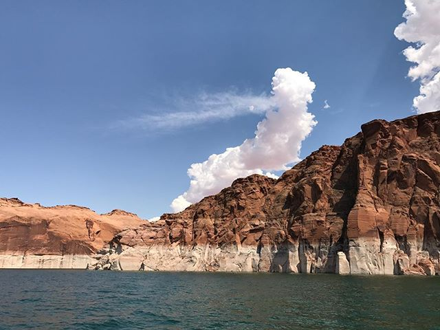 L'eau et les montagnes, le chouette combo de Lake Powell #lakepowell #ciloubidouilleinUSA