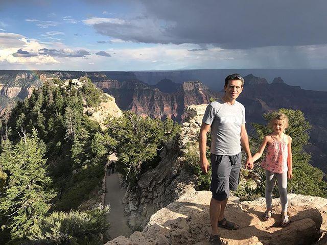 Ces deux-là se racontent des histoires dans les hauteurs du Grand Canyon #northrimgrandcanyon #grandcanyon #ciloubidouilleinUSA