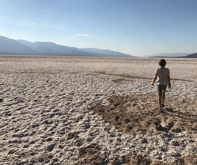 Désert de sel... étonnant de trouver ces étendues de blanc, surnommée playas, qui ne sont que des croutes de sel #deathvalley #ciloubidouilleinUSA