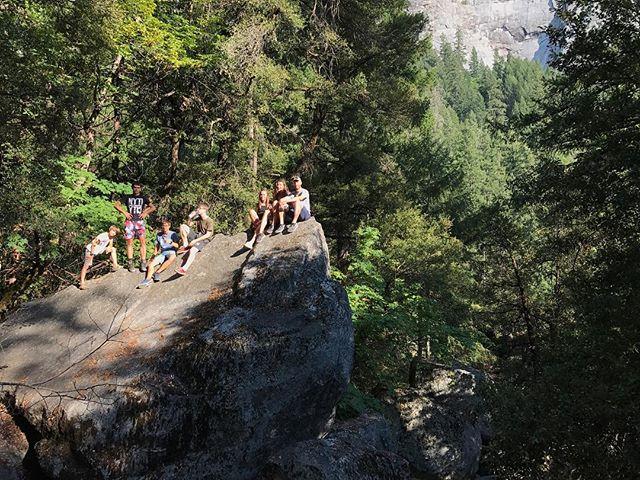 Rando dans Yosemite, ce parc qui fait si vivant et luxuriant après les autres parcs caillouteux #ciloubidouilleinUSA #yosemite #yosemitepark