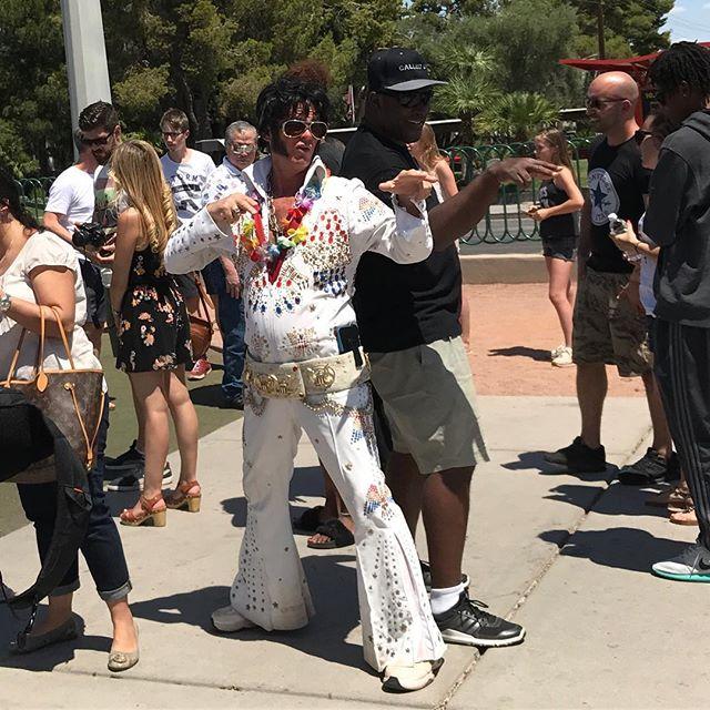 On a croisé 15000 Elvis et tous les super héros du monde dans les rues de Las Vegas #lasvegas #ciloubidouilleinUSA