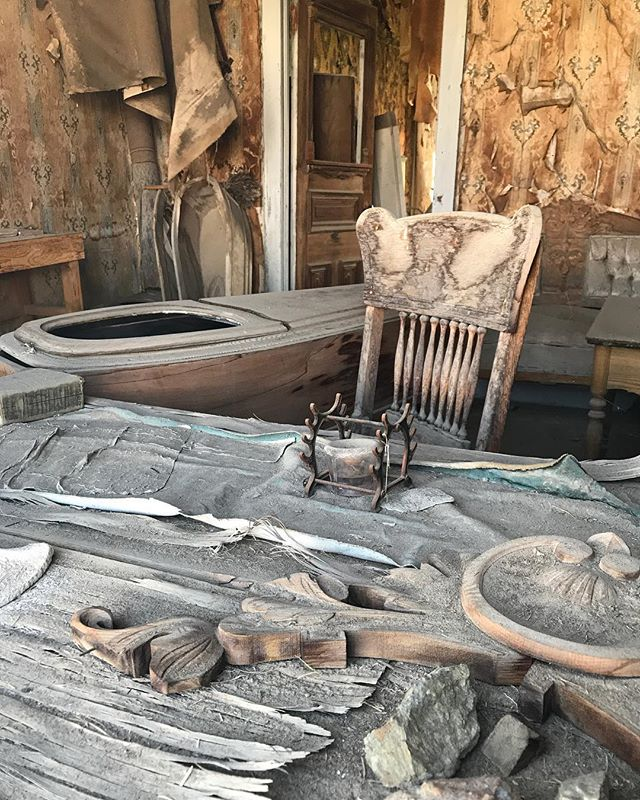 La boutique du croque-mort et ses cercueils en cours de fabrication #bodie #bodieghosttown #ciloubidouilleinUSA