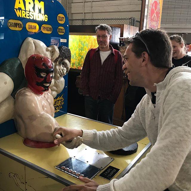 L'homme a battu la machine... nous sommes au musée de la mécanique, où un collectionneur a rassemblé des machines de fête foraine vintage... l'entrée est gratuite, les jeux payants :) #sanfran #sanfrancisco #sf #ciloubidouilleinUSA