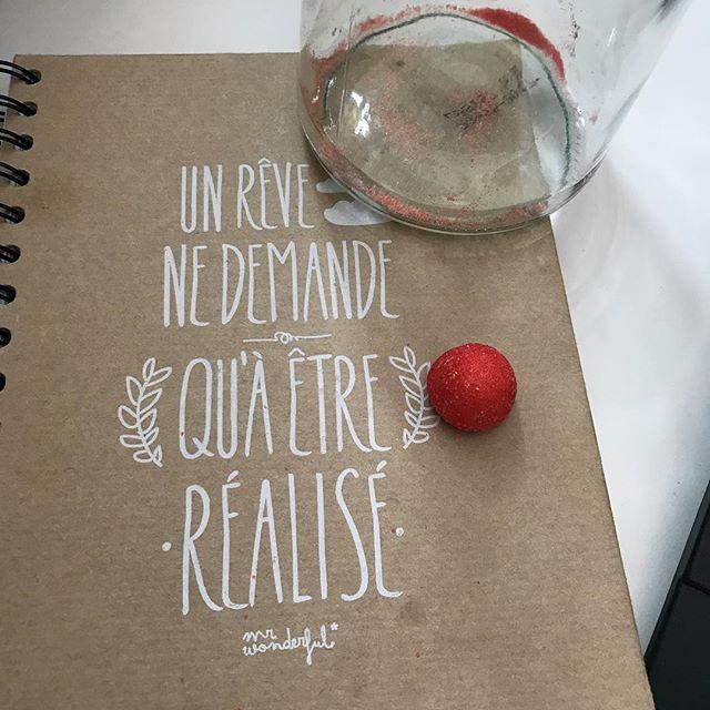 J'ai dû rêver de vider mon pot de fraises Tagada... #zérocontrôle #jemesaoule #putaindegestiondebouffedemerde