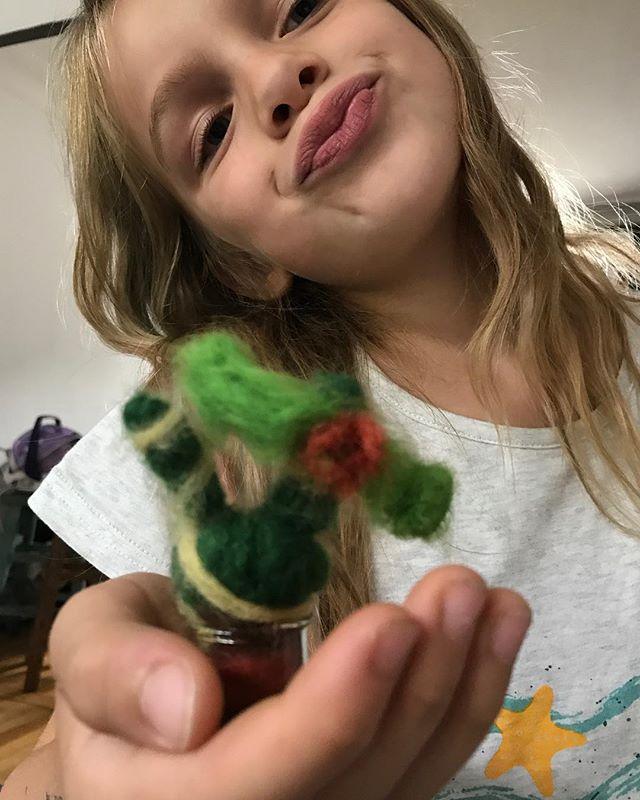 Celle qui aimait la laine cardée (et sa grande soeur, je n'en parle même pas !) #lainecardée #feltcactus