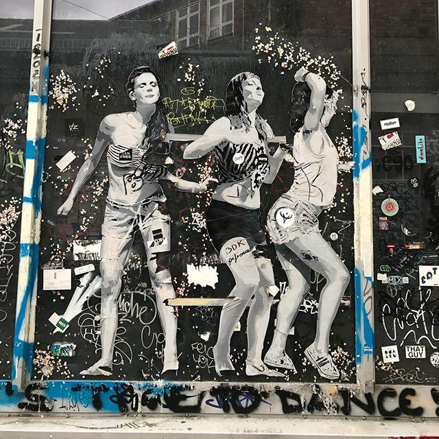 Je chasse les danseurs de Sobr ! Time to dance ! #sobr #berlin #ciloubidouilleinberlin #streetart
