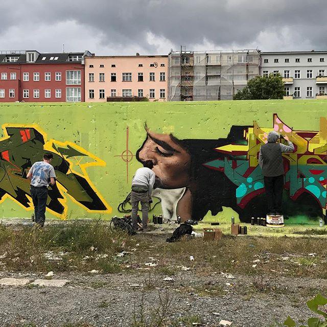 Artistes de rue en pleine activité #ciloubidouilleinberlin #berlin #streetart
