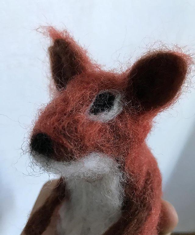 J'essaye de faire un écureuil en laine cardée. J'en ai mis plus dans ma storie :) #lainecardée #feltedwool #squirrel