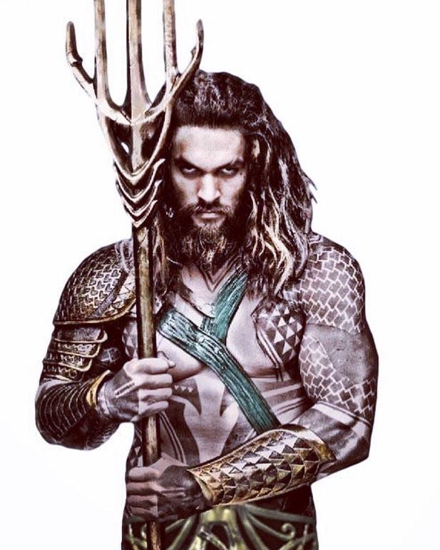 Quand même... Aquaman aka Khal Drogo aka Jason Momoa... je ne suis pas très branchée muscles, encore moins pectoraux, mais ce petit costume, ces tatouages, sa façon de picoler, cette gueule de loup, moi je dis oui ^^ (ne me remerciez pas pour cette critique cinématographique de haut vol). Bref, moi j'ai bien aimé Justice League. Mais surtout Aquaman. #aquaman #justiceleague