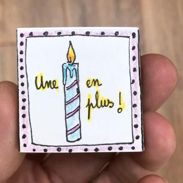 Un mini livre d'anniversaire, inspiré de ceux de @julieadore, pour mon beau-frère qui souffle une bougie de plus. Mais n'hésitez pas à le partager avec ceux qui fêtent leur anniversaire ! #ciloudrawings #ciloubidouilledrawing #minibooks #happybirthday #tinybook #birthdaygift