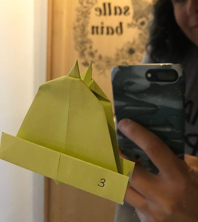 Mon adorable adolescente nous a préparé un calendrier de l'avent. Tous les jours on trouve un origami collé dans un endroit fréquenté ^^ ! Merci ma merveille !