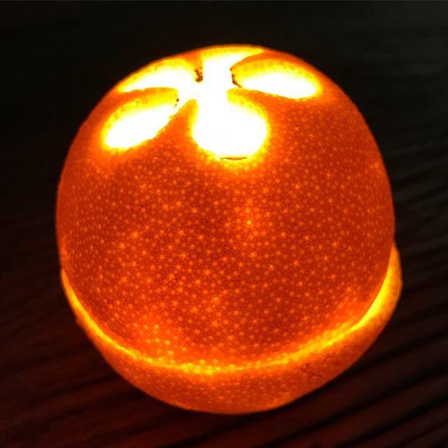 Maëlle rend les oranges lumineuses. J'adore qu'elle cherche la magie, l'extra dans l'ordinaire