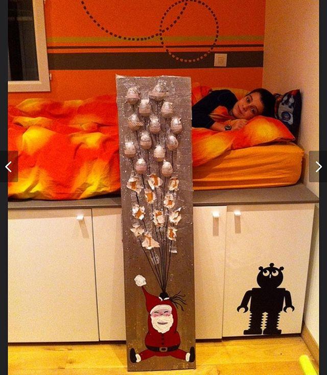 Souvenir de facebook : la chambre d'Erwan, son calendrier de l'avent de 2011 et sa petite bouille qui va avec :) #timeflies