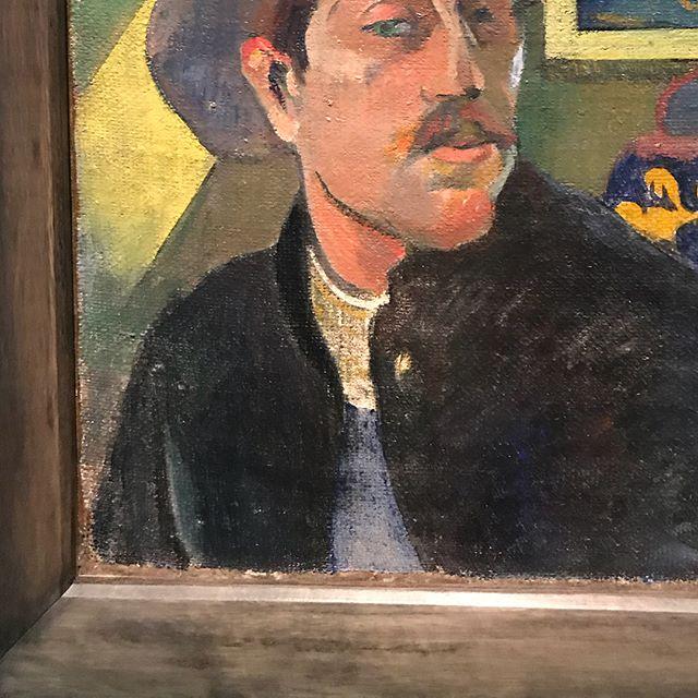 Exposition Gauguin au Grand Palais. Si on ferme les yeux sur la pédophilie de cet homme (et sur d'autres éléments pe glorieux de sa vie), il reste un travail artisitique très varié et vaste. Je ne le connaissais très mal Monsieur Gauguin. Je ne suis toujours pas une grande fan mais certaines oeuvres sont superbes !  #ciloubidouillesorties #paulgauguin