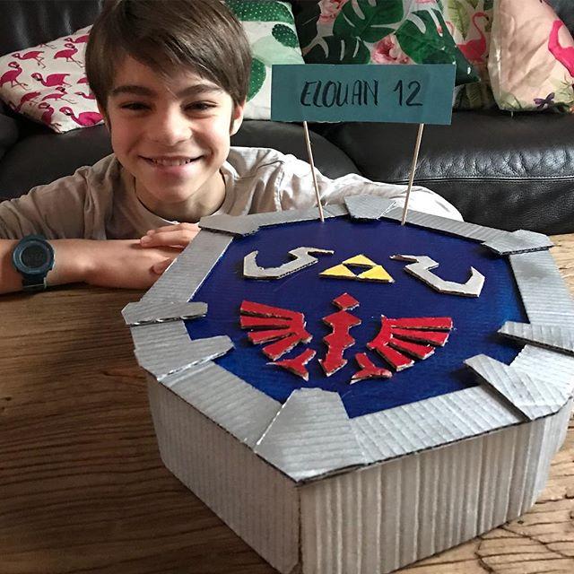 Elouan a douze ans ! Et ce matin, en surprise matinale, il a trouvé un bouclier de Zelda piñata :). Joyeux anniversaire ma merveille.