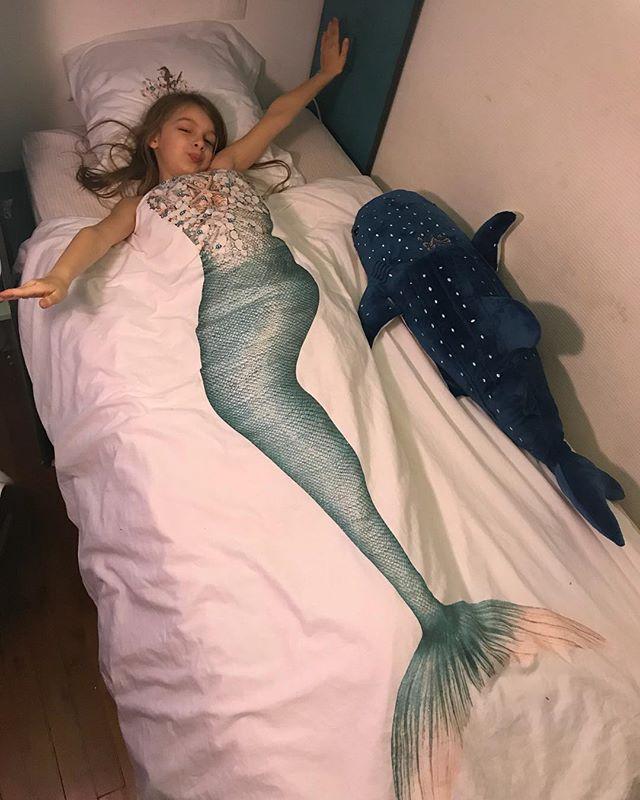 Je sens qu'elle se couchera facilement ce soir :) ! #passionlingedelit #snurk #mermaid