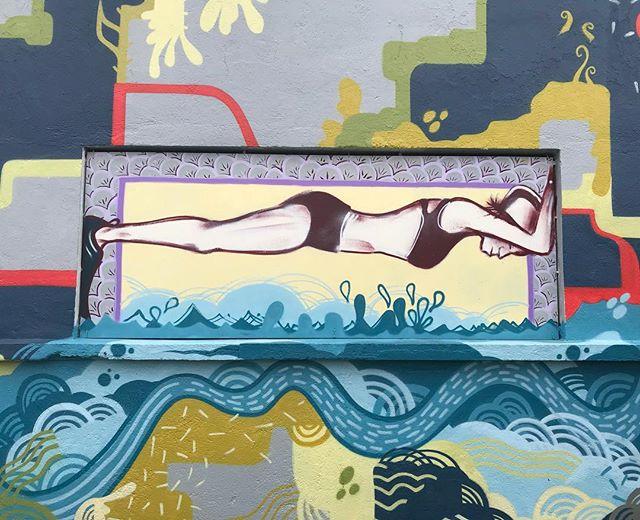 Moi hier à la muscu, en train de faire du gainage ^^ (ou pas) #musclesenpapier #apeuprès #streetart